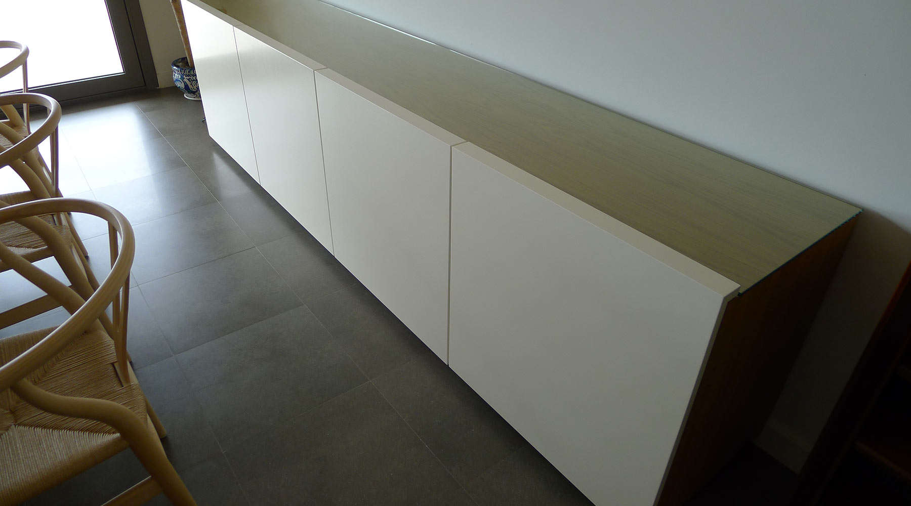 Mueble de madera a medida para salón en casa particular