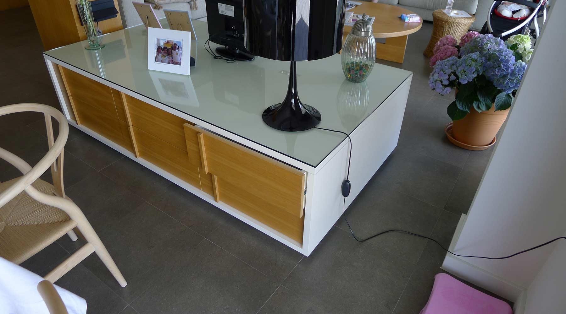 Mueble auxiliar para salón de diseño en madera