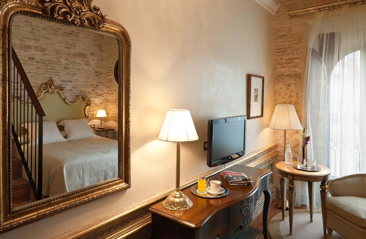 Mesa auxiliar para habitación de hotel