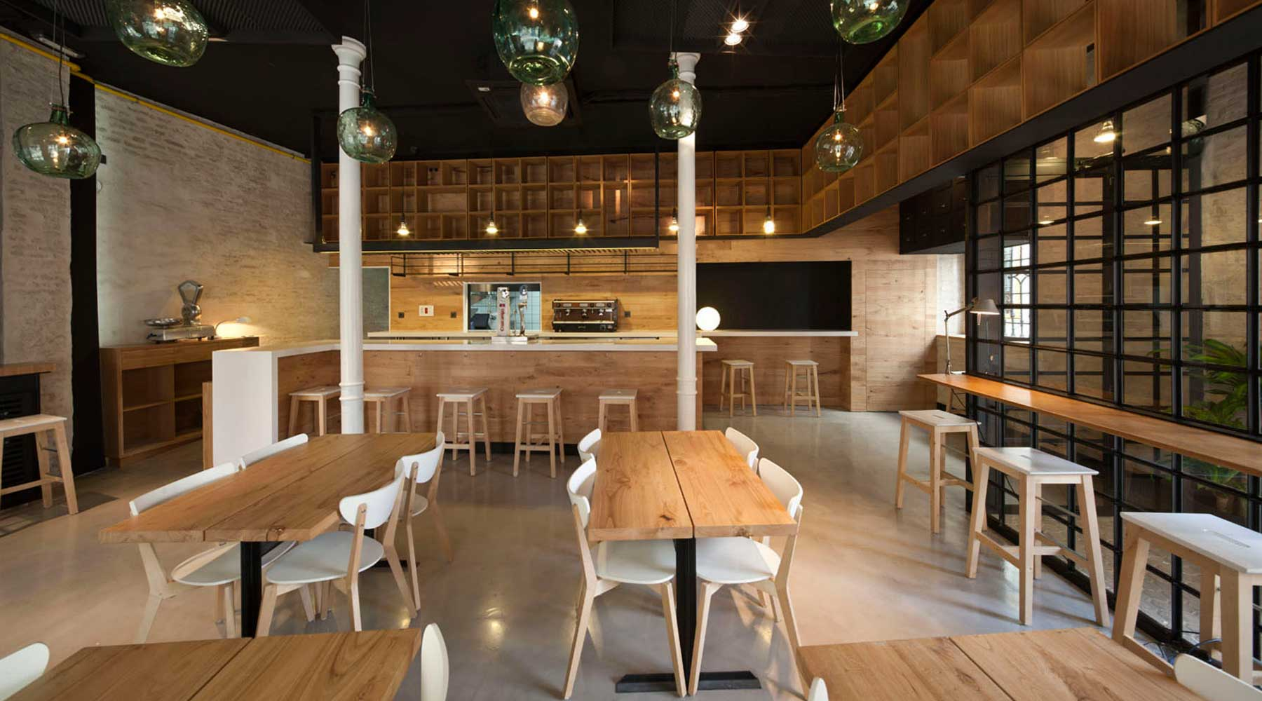 Acabado interior de mobiliario para bar