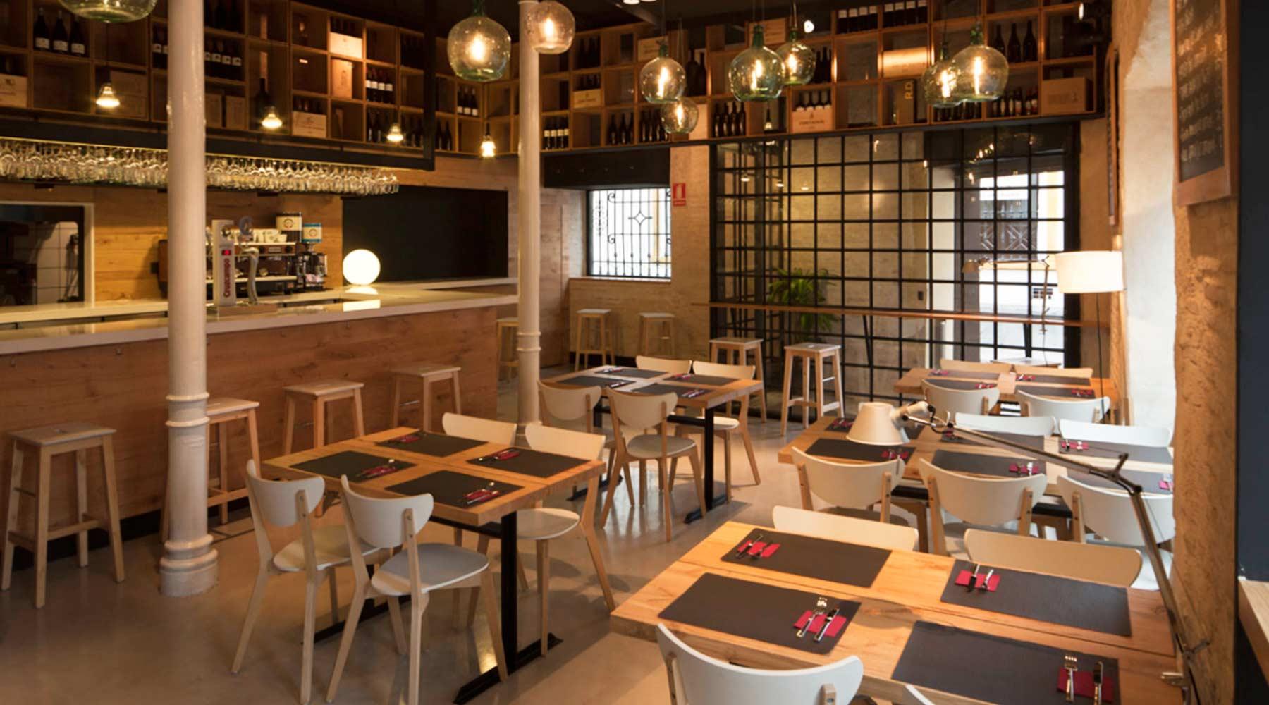 Detalle interior muebles de diseño a medida para restaurantes y bares