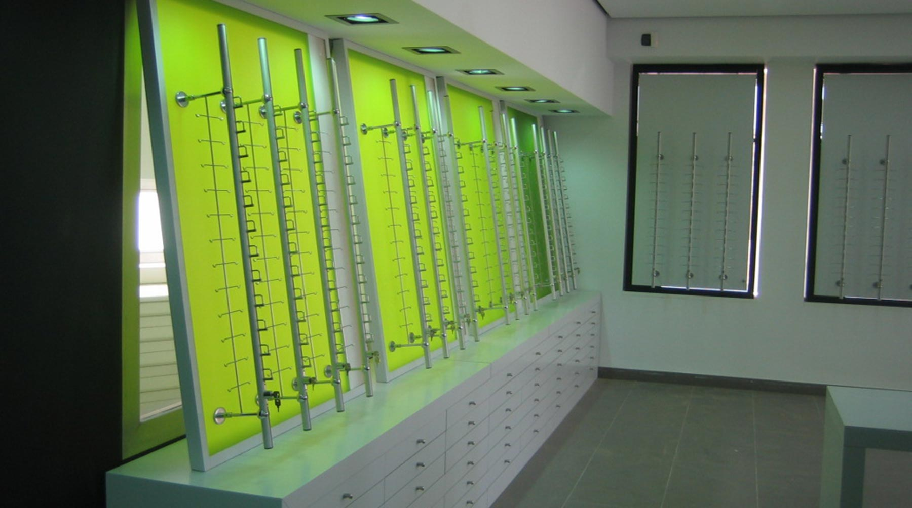 Estanterías a medida de diseño para óptica